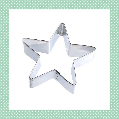 Deze simpele ster uitsteker is onmisbaar met kerst! Hartstikke leuk voor kinderen, voor koekjes, broodjes, borrelhapjes en meer. http://dekinderkookshop.nl/product/ster-uitsteker/