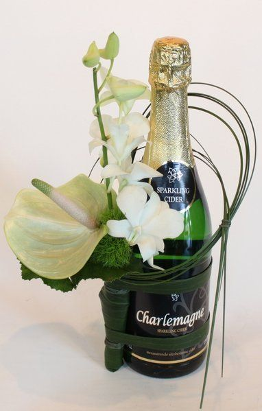 Bottle corsage white