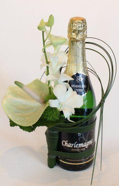 Bottle corsage white