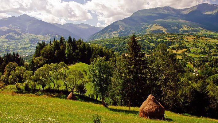 Pietrosu Mare O călătorie virtuală prin Maramureş - galerie foto. Vezi mai multe poze pe www.ghiduri-turistice.info Sursa : http://ro.wikipedia.org/wiki/Fișier:Pietrosu_Mare.jpg