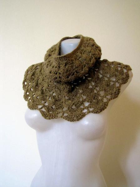 Crochet Cowl. Free pattern.
