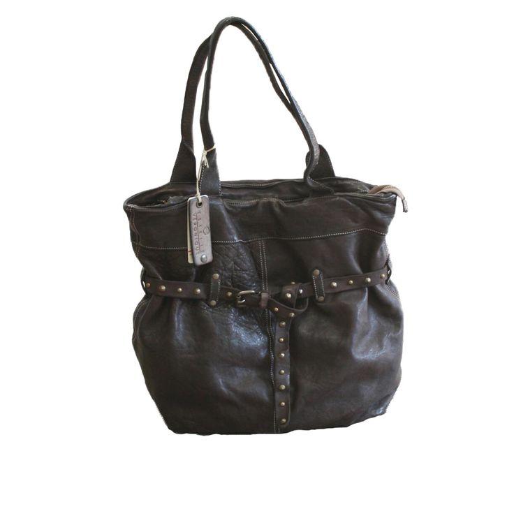 Borsa in pelle Erica disponibile anche in colori scuri! - Leather handbag Erica available also in dark colours! https://goo.gl/KQr1mI #borchie #borsainpelle #serendipityshopping