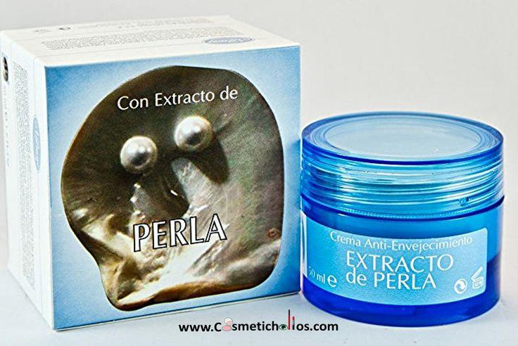 Crema facial Extracto de Perla 50 ml. La perla y el nácar de que está formada, tiene propiedades EXFOLIANTES, CICATRIZANTES y DESPIGMENTANTES y se afirma que favorece la actividad celular y la reestructuración de la piel, ya que aporta enzimas que estimulan la síntesis de citoqueratinas (células cutáneas) y contribuyen a su regeneración. Posee efectos antioxidantes que contribuyen a retrasar la aparición de arrugas y mejorar la resistencia de la piel a los diversos signos de la edad.