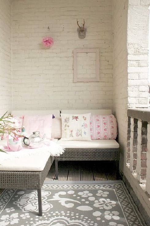 Lovely: Small Balconies, Idea, Brick Wall, Small Spaces, Rugs, Outdoor Spaces, Front Porches, White Brick, Nooks