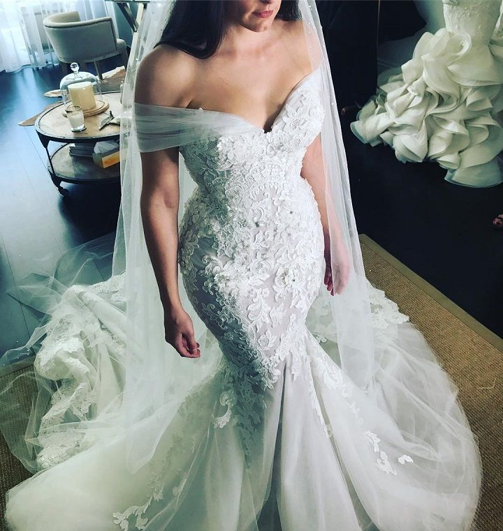 Off the shoulder mermaid wedding gown, sweetheart neckline wedding dress,lace wedding dress,romantic wedding dress #weddingdress #weddinggown