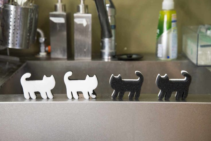 せっせと掃除だニャー セリア 猫スポンジ で水回りも簡単ピッカピカ Macaroni 猫 セリア 掃除