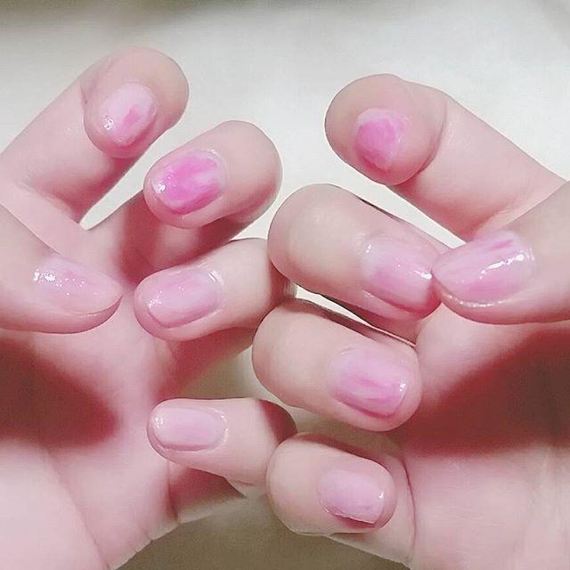 ニューネイル。チークネイルにしたかったけど失敗したので全体的に滲ませました。かわいいピンク。  #セルフネイル #ネイル #nail #チークネイル #おフェロネイル #にじみネイル #ピンクネイル #pink #cawaii