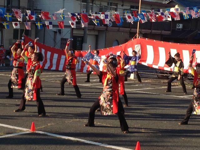 バサラ踊りチーム ちゃわん娘さんの踊り。