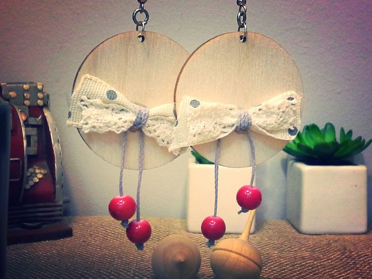 round wooden earrings with bolka dots and lace bow and red beads - 135412