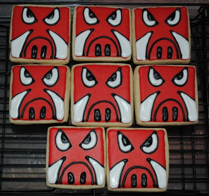 Razorback cookies. This doesn't look too hard!