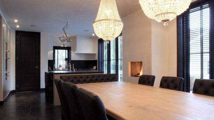 Villa met monumentenstatus in Rotterdam   Kabaz - prachtige lampen, perfect boven deze eethoek