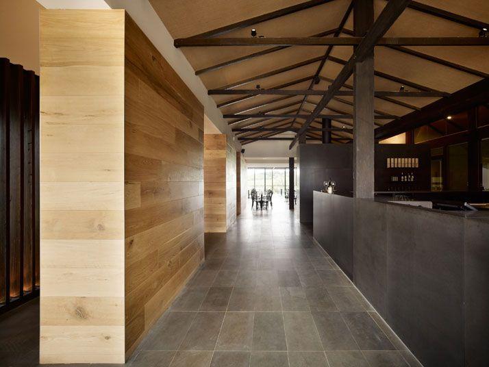 interiores del Salix Bistro en Victoria's Mornington Peninsula, Australia · by Carr Design Group