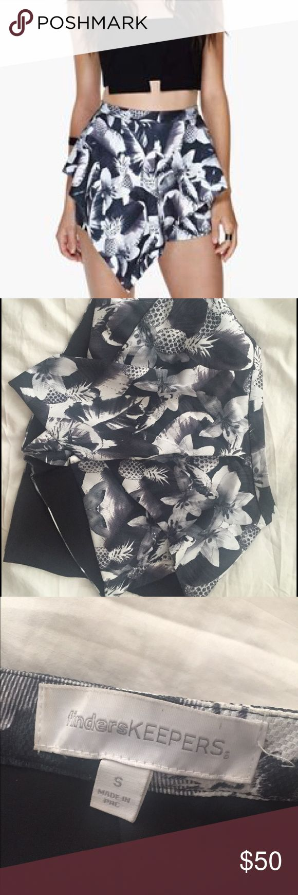 Finders keepers pineapple shorts Black, white and pineapple Finders Keepers Shorts Skorts