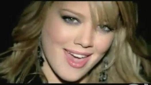 Vizionează filmul «Hilary Duff - Our Lips Are Sealed - Feat. Haylie Duff» încărcat de Herbst Stefan pe Dailymotion.