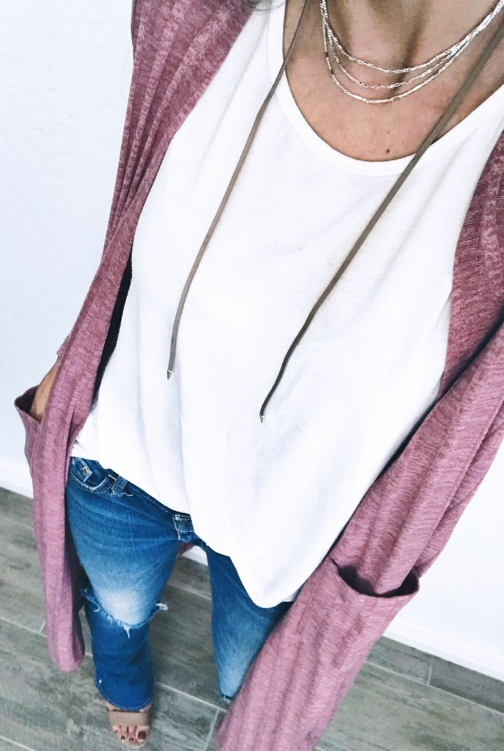 The LuLaRoe Sarah cardigan is the perfect finishing layer for any outfit! Click to shop LuLaRoe and for more styling ideas and giveaways.