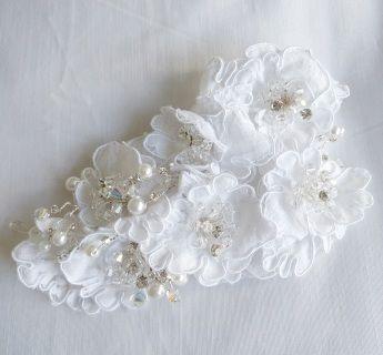 Crystal, Pearl & Delicate Flower Hair combLength 14 cm, Width 7.5 cm