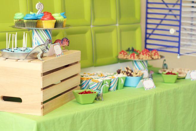 Una mesa de snacks para una fiesta dinosaurio / An ideal snack table for a dinosaur party