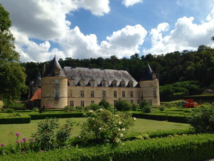 Visiting Château de Bussy-Rabutin on our Burgundy barge holiday