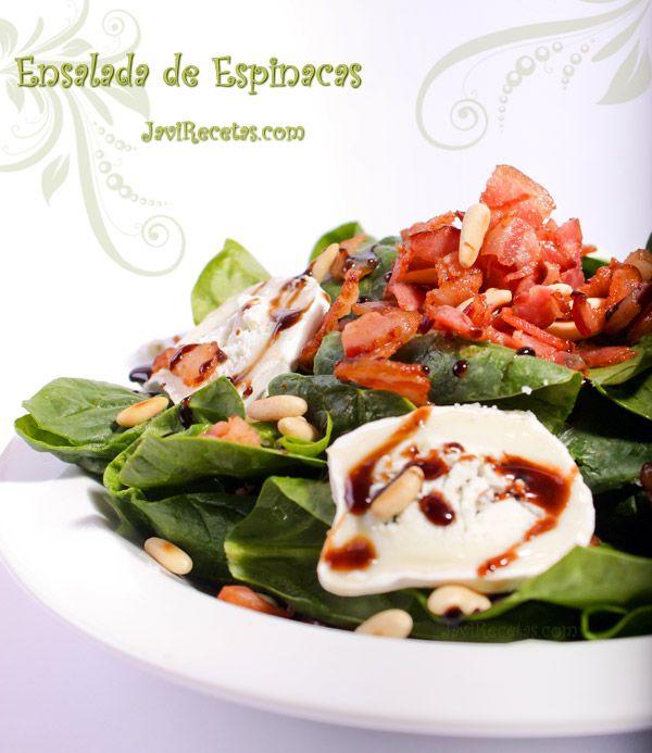 Ensalada de espinacas frescas con piñones, queso de cabra, taquitos de bacon frito, sal, pimienta, aceite de oliva virgen extra y vinagre balsámico... Mmmm...