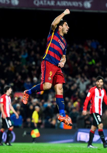 Luis Suarez of FC Barcelona celebrates after scoring his team's sixth goal during the La Liga match between FC Barcelona and Athletic Club de Bilbao at Camp Nou on January 17, 2016 in Barcelona