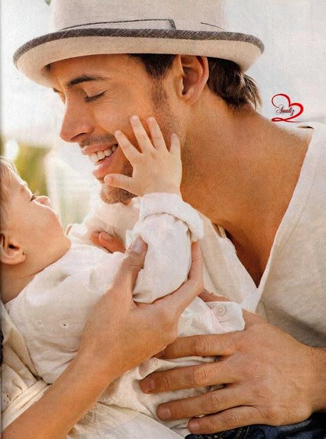 http://williamlevyelizabethgutierrez.blogspot.com/2013/02/william-levy-elizabeth-gutierrez-people-en-espanol-revista-familia-fotos.html La familia de William Levy y Elizabeth Gutierrez