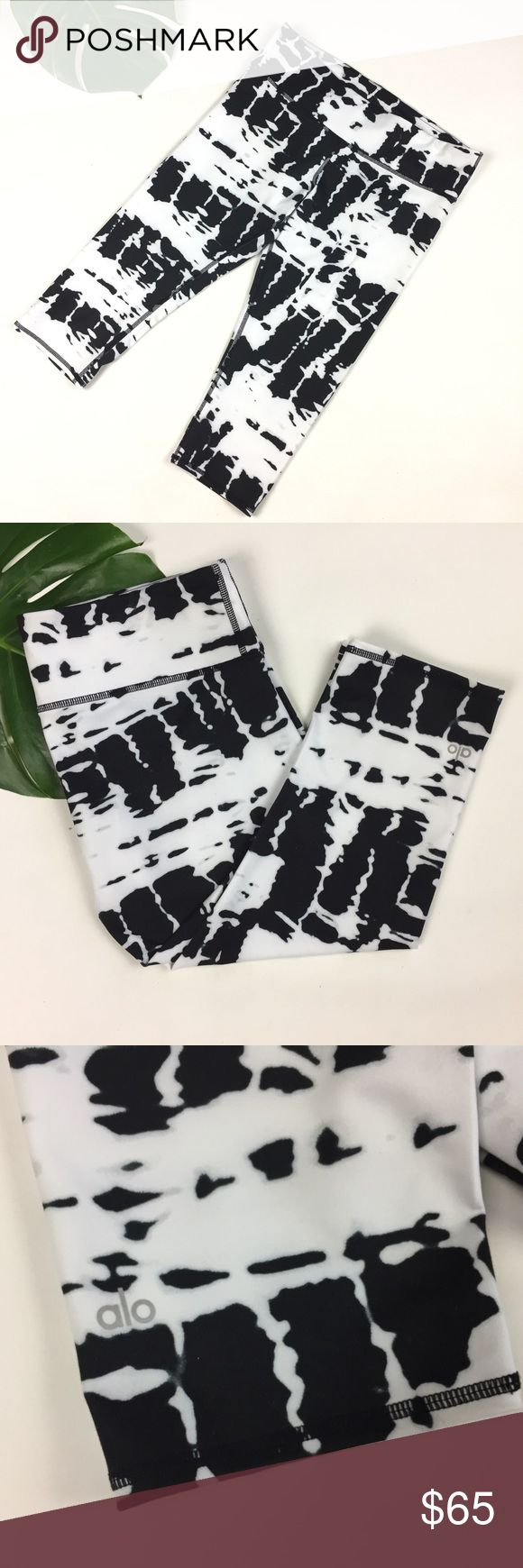 """ALO // sz L yoga capri legging tie dye wide band ALO // womens ladies size sz L Large yoga capri length legging tie dye black and white spots spotted  wide band waist athletic gym barre ballet crossfit pilates weightlifting running competition fitness gym athleisure sporty chic cool glam exercise soul cycle zumba  Very good used condition , 18"""" inseam , with hidden key pocket tucked in waistband , logo printed on bottom leg ALO Yoga Pants Leggings"""