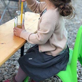 Ieri am stat ca soparlele 🦎 la soare, chiar ne era dor de primavara 🌞  Tinuta in intregime de la Hiphip : fusta din muselina #poudreorganic , dres din lana merinos #mpdenmark si cardigan lana merinos #fubkids, bluza matase #minimalisma ......  #avenitprimavara #hiphiplove #hiphiplookbook #hipkids #warmparenting #sustainablefashion #materialenaturale #bumbacorganic #lanamerinos #dreslana #ecokidsfashion #ecokidswear #lookbookhiphip