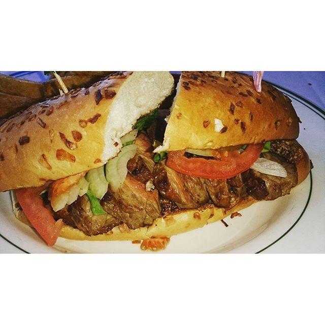 ウルフギャングのサンド この時間に見ると食べたくてたまらーん  #Hawaii#hawaiifood #hawaiistagram #Oahu#waikiki#royalhawaiiancenter #wolfgang #lunch#sandwich#steak#trip #ハワイ#オアフ#ワイキキ#ロイヤルハワイアンセンター #ウルフギャング #ランチ#グルメ#サンドイッチ#肉#海外旅行#旅#夫婦旅#思い出