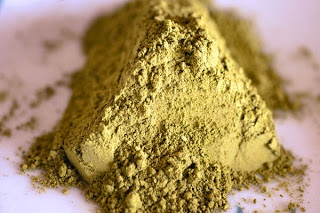 How to Prepare Dry Henna Powder for Hair