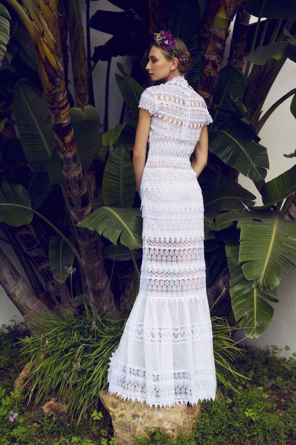 Romántica y bohemia es la colección 2014 de vestidos de novia de la firma Charo Ruiz Ibiza.