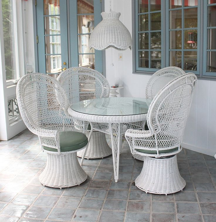 OMG...current bid is only at $61!!! But shipping is nearly $900!!! 😭( anyone in Indiana willing to icky it up and hold it for me?!?! 😏😉 )>>>Vintage White Wicker Patio Chairs, Table, and Lantern : EBTH