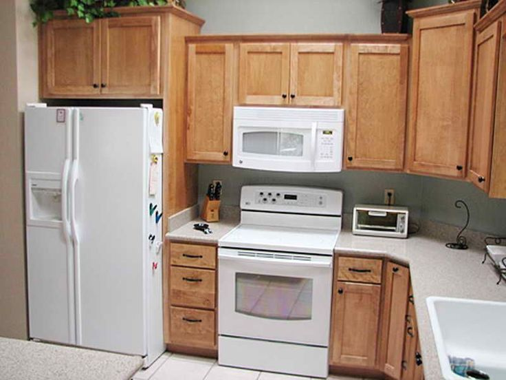 Find and save ideas about Small l shaped kitchens on Pinterest. | See more ideas ... Build an L-shaped bench to maximize seating and storage in a tight space. #l shape kitchen small space
