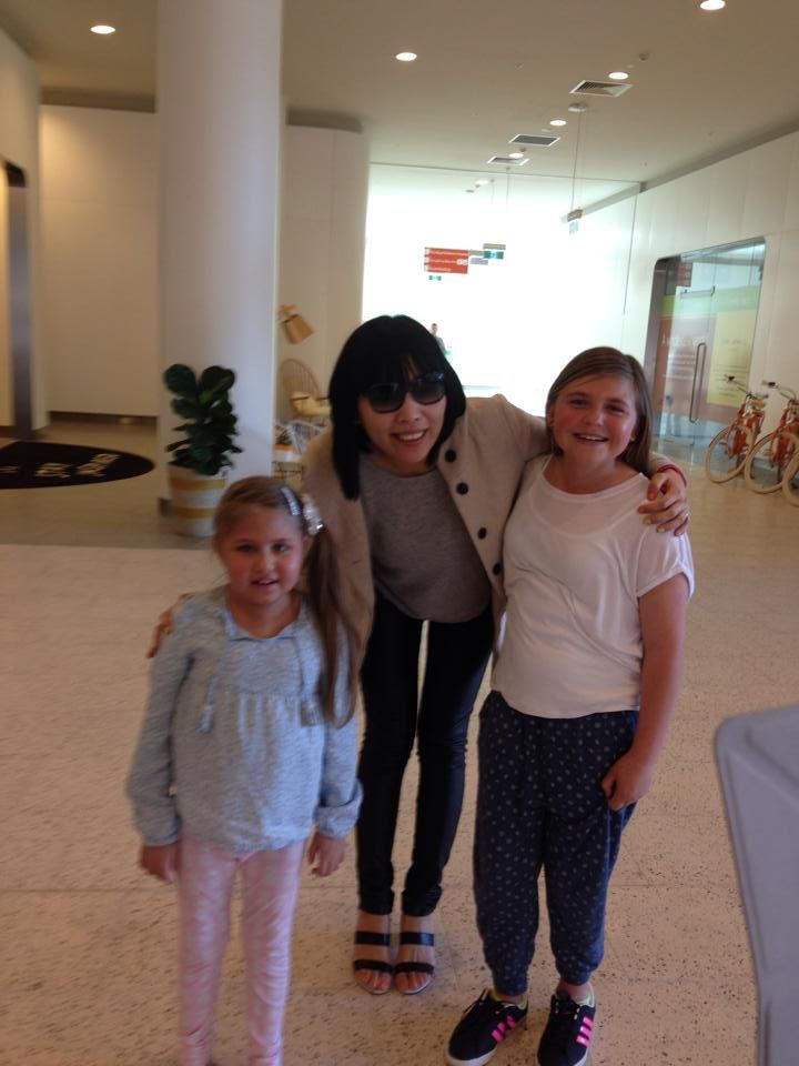 Dami visiting the Royal Melbourne Hospital hours before her concert at the Royal Melbourne Show, making these two little patients so happy.