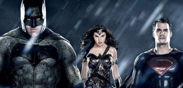 """No ultimo mês, Michael Shannon criou uma grande comoção na internet entre os fãs de Batman vs Superman ao dizer que estava usando """"barbatanas"""", o que criou a ideia de que ele estava em algum tipo de traje especial para captura de movimentos e seria o Apocalypse, no filme. Contudo, Shannon mais tarde disse que …"""