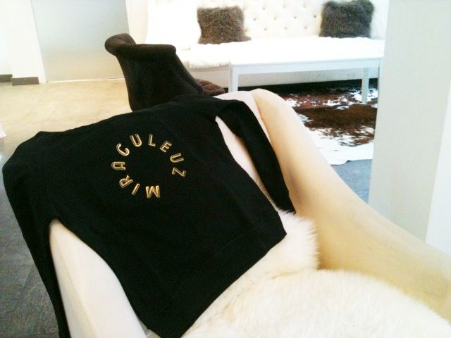 SWEAT MIRACULEUZ #hoteltheelement #paris  #62€ www.girlshaveperiods.com