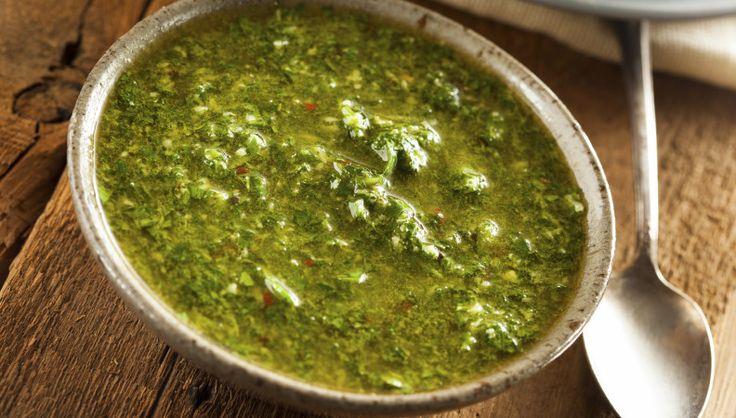 Saporita, salutare, perfetta per tantissimi piatti. Il Chimichurri è una salsa tipica argentina ed è adatta sia alle carni che alle verdure. Provala!