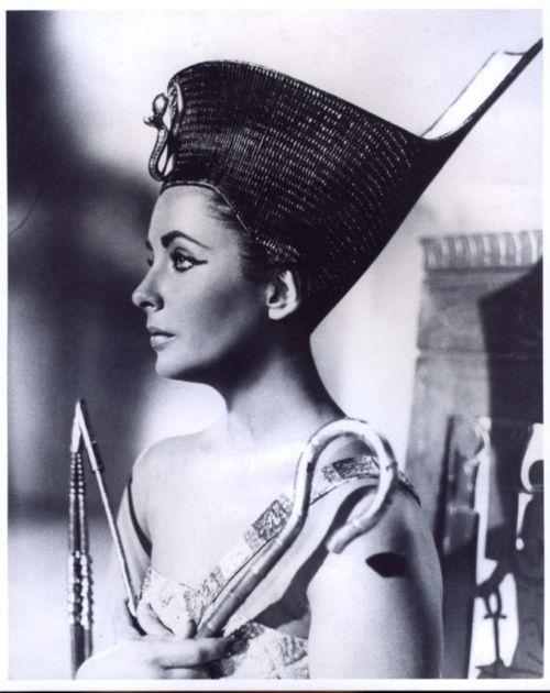 "Elizabeth Taylor as Cleopatra in ""Cleopatra"" (1963)"