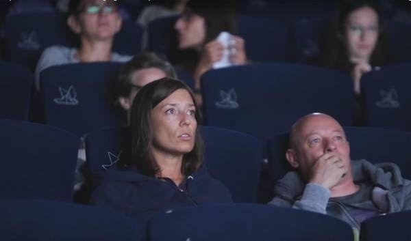 - Un esperimento nelle sale cinematografiche italiane per far vivere agli spettatori le sensazioni di smarrimento e confusione con cui...