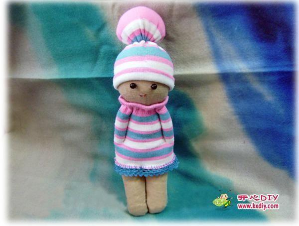 juguetes fuera de calcetines.  Doll y Bunny (9) (600x454, 117Kb)