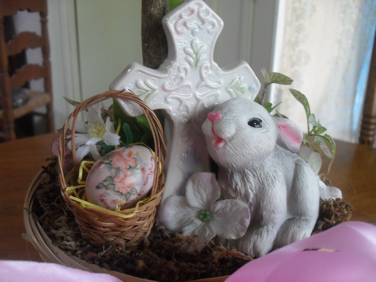 Easter Tree decorations: Of course the cross is the foundation of it all and what Easter is all about. It takes center stage.