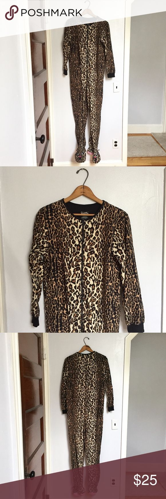 [Nick & Nora] cheetah print cat adult onesie -Size: women's M -Condition: excellent -Color: brown, black, cream, pink -Pockets: yes -Closure: zips up front -Style: cheetah foot pajamas with cat feet -Extra Notes: -B11  Bundling is fun, check out my other items! My home is smoke free. No trades, holds, modeling, or negotiations in the comments. Nick & Nora Intimates & Sleepwear Pajamas