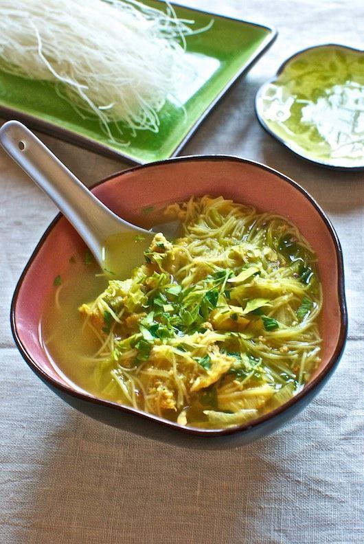 """Zuppa di pollo e spaghetti di riso, ricetta orientale con Bimby Bimby """"nel mondo"""
