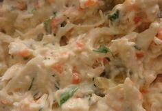 Este patê de frango com cenoura é bem simples de ser preparado e muito saboroso. É ideal para lanche com pão de forma ou ser degustado com torradas. Confira!