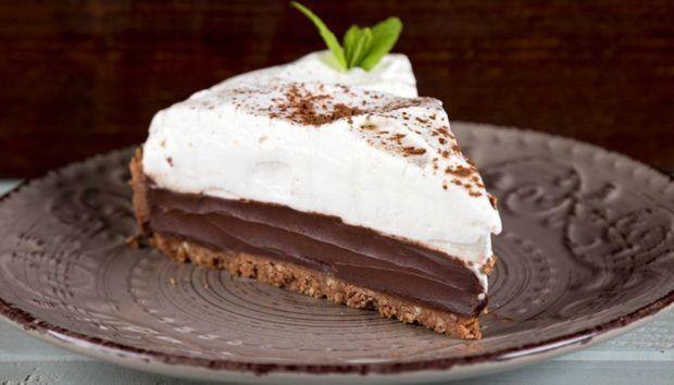 Κοινοποιήστε στο Facebook Υλικά Για τη βάση σοκολάτας 80 γρ. βούτυρο 250 γρ. μπισκότα τύπου digestive 1 κ.σ. κακάο 2 κ.σ. ζάχαρη άχνη Για τη ganache 400 γρ. κρέμα γάλακτος 400 γρ. κουβερτούρα γάλακτος ξύσμα από 2 πορτοκάλια (προαιρετικά) Για...