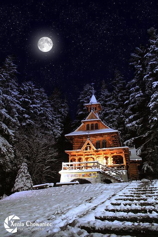 The roadside shrine in forest (Wooden Church, Jaszczorowka near Zakopane, Poland) by Xenia Chowaniec on 500px