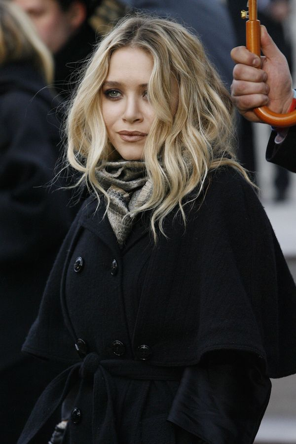 Olsens Anonymous Blog Mary Kate Olsen Twins Style Beauty Soft Waves Wavy Hair Lipstick Makeup Scarf Black Coat