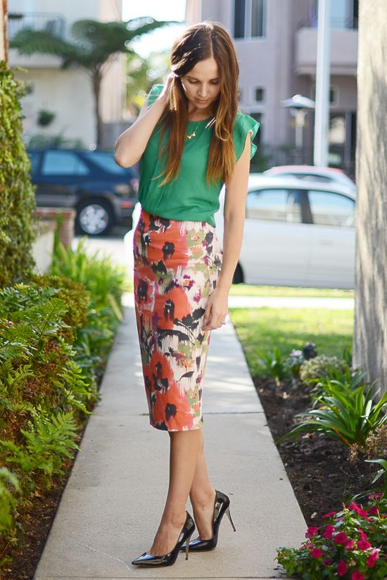 How to wear a Midi skirt-Midi skirts stop at the fullest part of your calf. Tips for how to wear them, not only with heels, and not have your legs look huge.