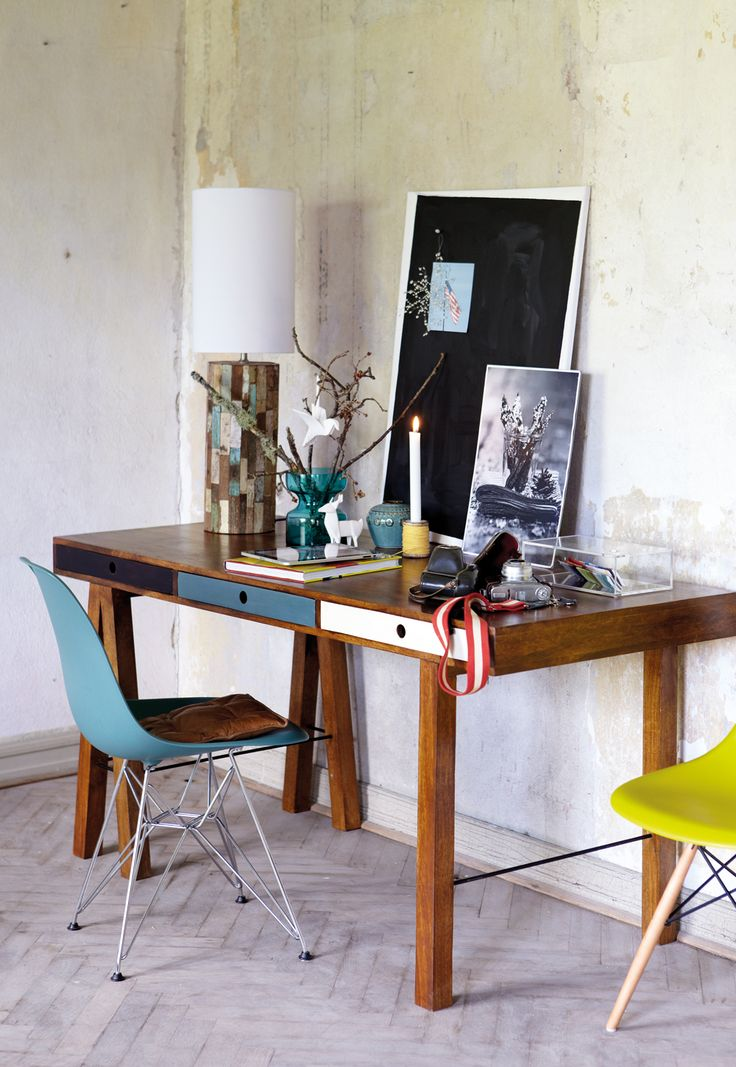 Dziś propozycja dla Wszystkich tych, którzy pracują w domu. Piękne biurko BRO firmy House Doctor urzekło nas prostotą i skandynawskim akcentem w postaci kolorowych szuflad. Życzymy Wam milej niedzieli oraz pracowitego tygodnia !