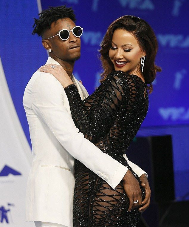 Amber Rose Goes Underwear-Free At MTV VMAs With 21 Savage