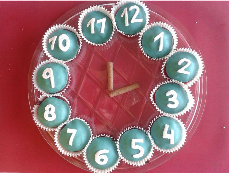 Cupcakes:Aprendre els números en anglès de:  1 al 12.Celebrant l'Any Nou.